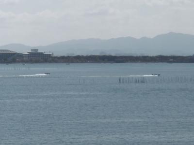 日曜日の琵琶湖南湖は穏やかないい天気です(4月11日10時45分頃)