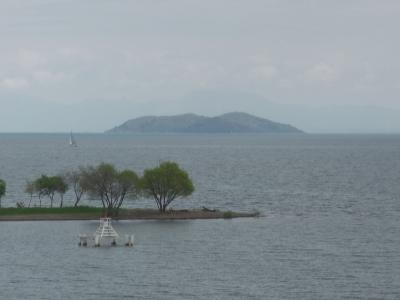 雨上がりの琵琶湖北湖。この後北西の風が次第に強まって大荒れになりました(4月14日11時20分頃)