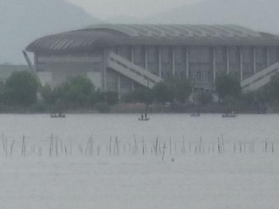 琵琶湖南湖佐川沖で釣り中のボート(2月24日11時頃)