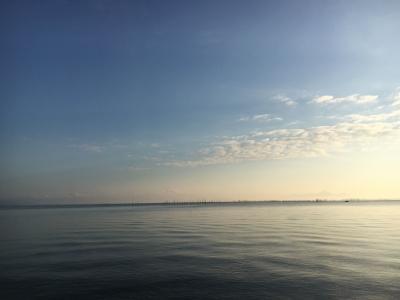 晴天微風で穏やかな琵琶湖北湖(10月21日7時頃)