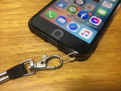 さっそくケースを買ってきてネックストラップ用のリングを取り付けました!! これがないと釣り場で安心して持ち歩けません