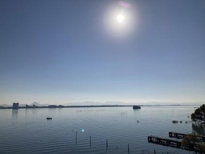 琵琶湖大橋西詰めから眺めた南湖は今日も穏やかないい天気です(12月7日10時20分頃)