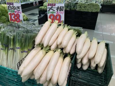 大きな大根1本99円(税別)
