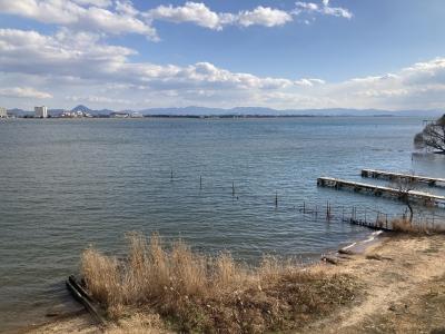 南湖は南寄りの強風で白波立ちまくりの大荒れです(1月18日14時20分頃)