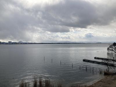 琵琶湖大橋西詰めから眺めた南湖 ボートは1隻も見えません(2月17日10時30分頃)