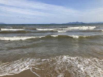 真野浜から眺めた琵琶湖北湖は北寄りの爆風で白波立ちまくりの大荒れです(2月27日11時頃)