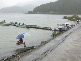 釣り禁止解除初日の河口湖