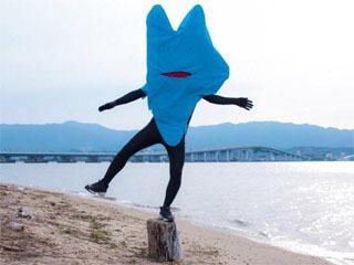 滋賀県の「公式に非公認」ゆるきゃら認定された「びわ湖くん」