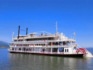 琵琶湖汽船の観光外輪船ミシガン