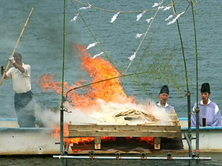 唐崎神社みたらし祭の湖上焚上神事