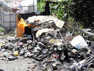 火災があった近江舞子水泳場のゴミ捨て場