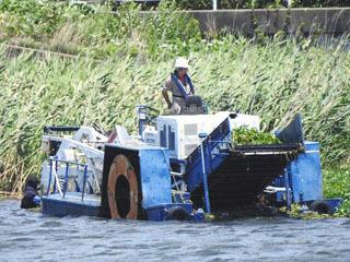 ヤンマー製藻刈り船ハーベスター