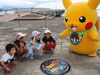 琵琶湖畔に設置されたポケふた