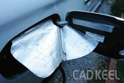200923PHEV 充電口雨除けカバーが切れた