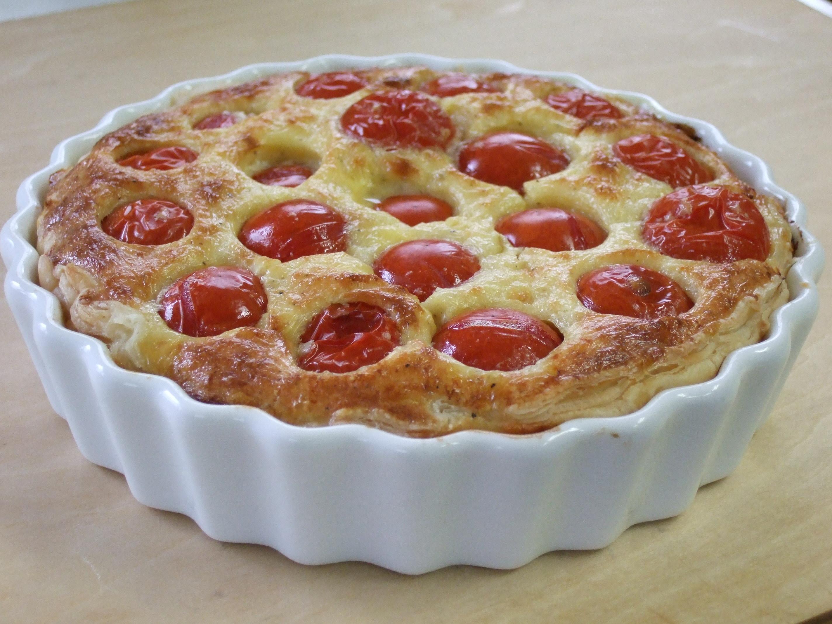 トマトのキッシュ。なんて爽やかなブランチタイム。秋には🍄、南仏プロヴァンス、オリーブ&パプリカ赤黄楽しく