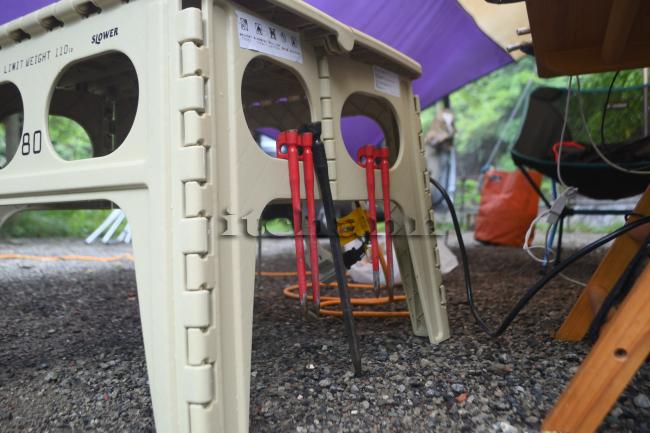 何がなんでもキャンプだし 久保キャンプ場 スロウワー 折りたたたみテーブル チャペル エリステ 乾燥 ペグ洗い サイド 天板 ACケーブル
