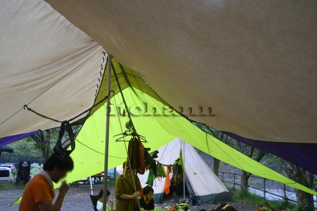 何がなんでもキャンプだし 久保キャンプ場 地上の楽園 川遊び 土砂降り 毎時100ミリ オガワ フィールドタープオクタ タープ シーム 防水処理
