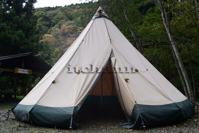 何がなんでもキャンプだし 室久保グリーンパーク 道志 紅葉 キャンプ ブーム 入り口 高い木立 来る者を拒む 拒絶感 ガードレール