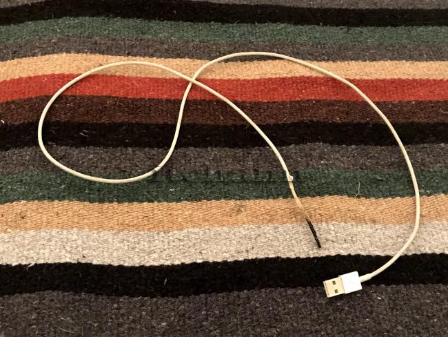 何がなんでもキャンプだし 久保キャンプ場 Apple純正ケーブル 発火 iPad エコファン 氷点下 ソロキャンプ クロックムッシュ 伊藤ハム デリカ 充電
