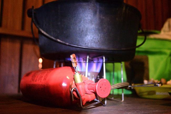 何がなんでもキャンプだし 水之元オートキャンプ場 気温逓減率 薪スト 道志村オートスナック 文化たきつけ キャンプ用品に特化した200円均一店 詰め放題の薪 ドラフト ダッチオーブン フューナースドルフ