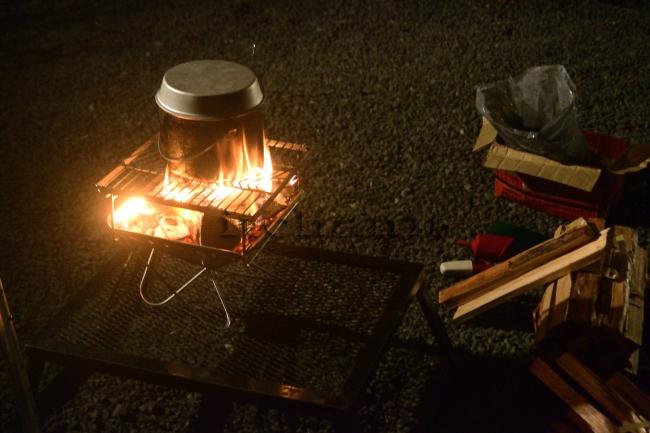 何がなんでもキャンプだし ニュー田代オートキャンプ場 桜 卒業旅行 焚火 山火事 EPIgas ウインドシールド バイヤーオブメイン パンジーン ラウンジャー