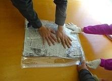 作業②密封可能な袋・新聞紙・掃除機を用いた撥水