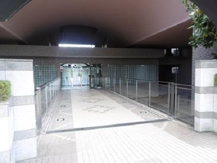 ライオンズエントランス入口2