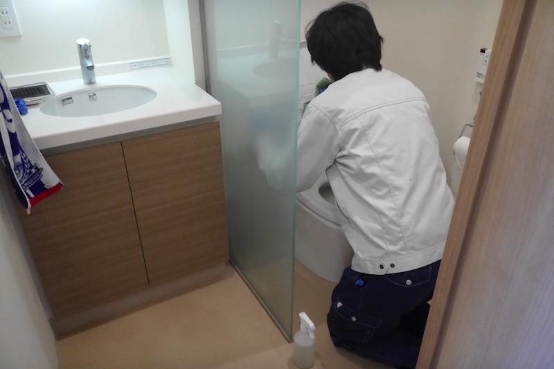 アート現場R2:27トイレ作業中