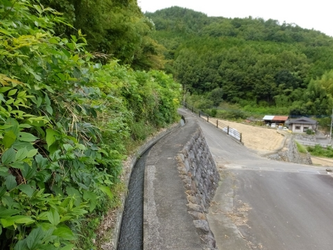 舂米の棚田用水路・山梨県富士川町