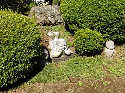 大蔵寺本堂前の石像物
