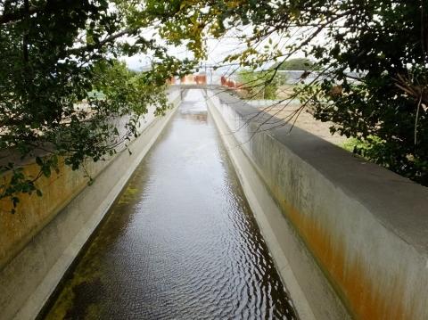 目久尻川に架かる相模川左岸用水水路橋