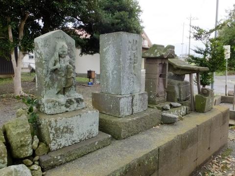 小動神社の石像物