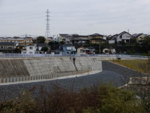 下土棚遊水地A池越流堤とB池排水ゲート