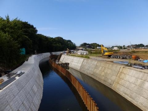 中村橋より引地川上流を望む