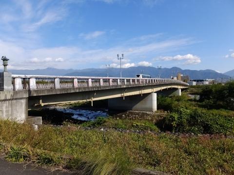 笛吹川の根津橋