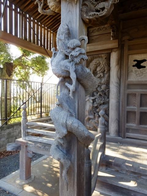 長福寺の文殊堂・一本彫りの上り竜