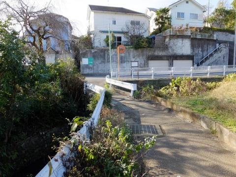 真米川に架かる白旗橋