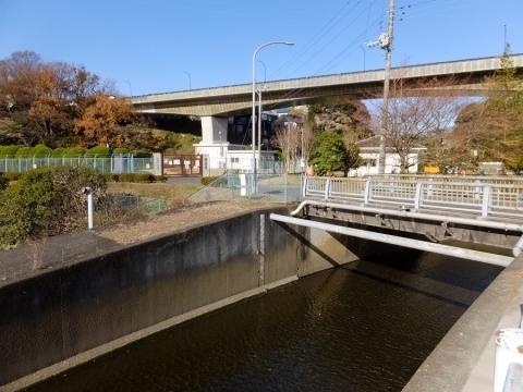 目久尻川の第三水源橋