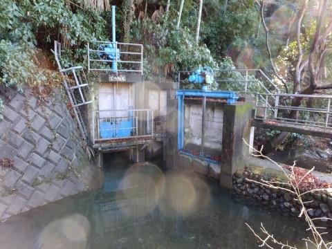 大堀の望地隧道入口・余水吐施設