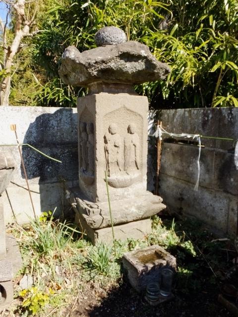 龍像寺参道の一石六地蔵