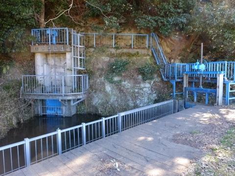 大堀の上当麻隧道入口・余水排水吐き施設
