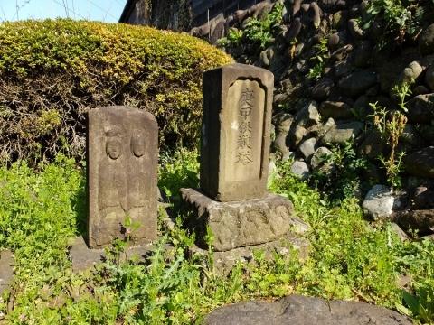 大嶋坂上の庚申塔と双体道祖神