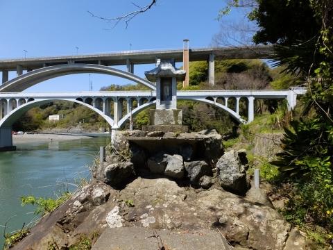 相模川・小倉橋の水天宮