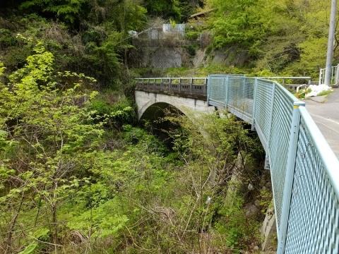 谷津川に架かる久保澤橋