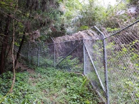 米軍キャンプ座間境界フェンス