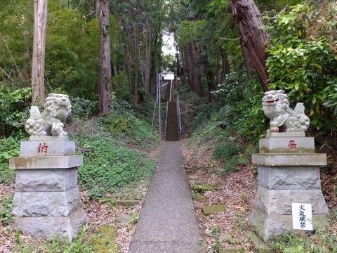 石楯尾神社(いわたておじんじゃ)参道
