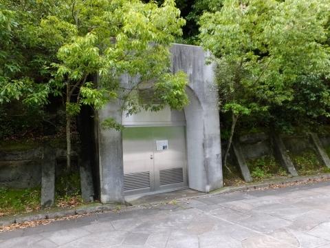 石小屋橋左岸の隧道入口