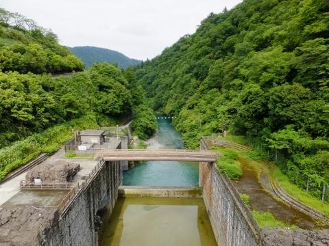 石小屋橋より中津川下流を望む