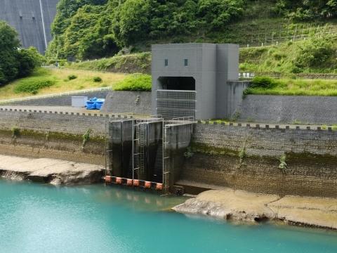 石小屋湖と津久井導水路取水口