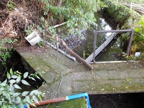 羽用水路・支流との分岐点